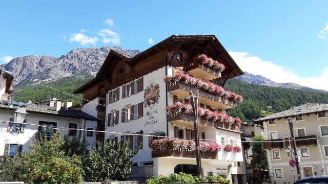 Hotel residence alberghi nel portale della valtellina di for Meuble contea bormio
